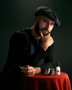 Brodacz z kosmetykami do brody
